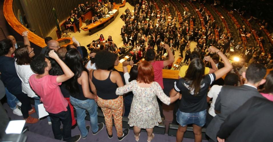 Estudantes fazem manifestação contrária à aprovação da PEC 241 nas galerias da Câmara dos Deputados, em Brasília (DF), durante segundo turno da votação da PEC (Proposta de Emenda à Constituição) 241