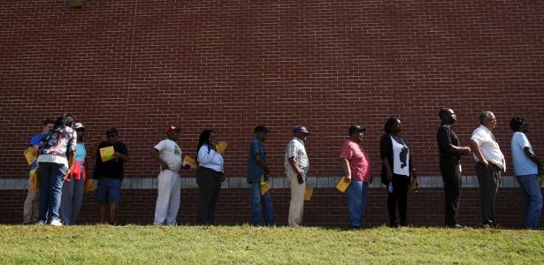Eleitores fazem fila para votar antecipadamente em Wake County, na Carolina do Norte