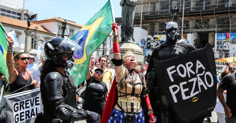 12.dez.2016 - Manifestantes protestam no centro do Rio de Janeiro