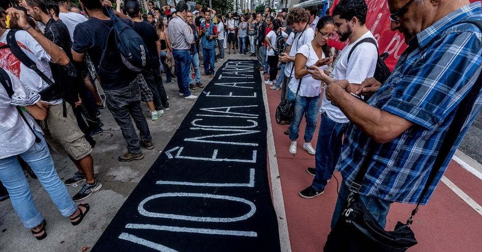 Estudantes e integrantes do Movimento Passe Livre protestam, em São Paulo, contra reajuste das tarifas do transporte público na capital em janeiro de 2017