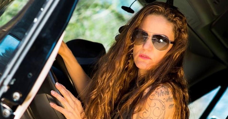 Resultado de imagem para Largou faculdade e fatura R$ 26 mil por frete como caminhoneira nos EUA.