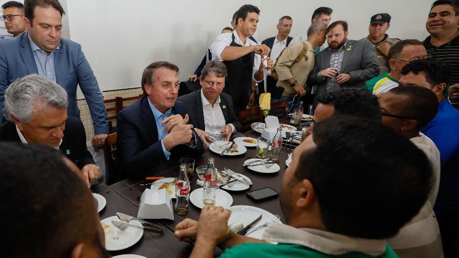 93a2f1bcc 'Estou comendo pão que diabo amassou', diz Bolsonaro a caminhoneiros