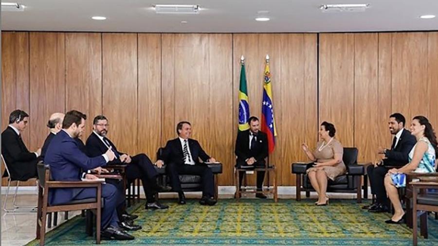 Reunião entre o presidente Bolsonaro, o chanceler Ernesto Araújo e os representantes de Guaidó, Maria Teresa Belandria e Tomás Silva (à direita) - Reprodução/Instagram
