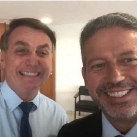 Jair Bolsonaro ao lado do deputado Arthur Lira (PP-AL); o presidente disse que as mulheres serão prejudicadas com multas impostas a empresas para coibir desigualdade salarial - Reprodução