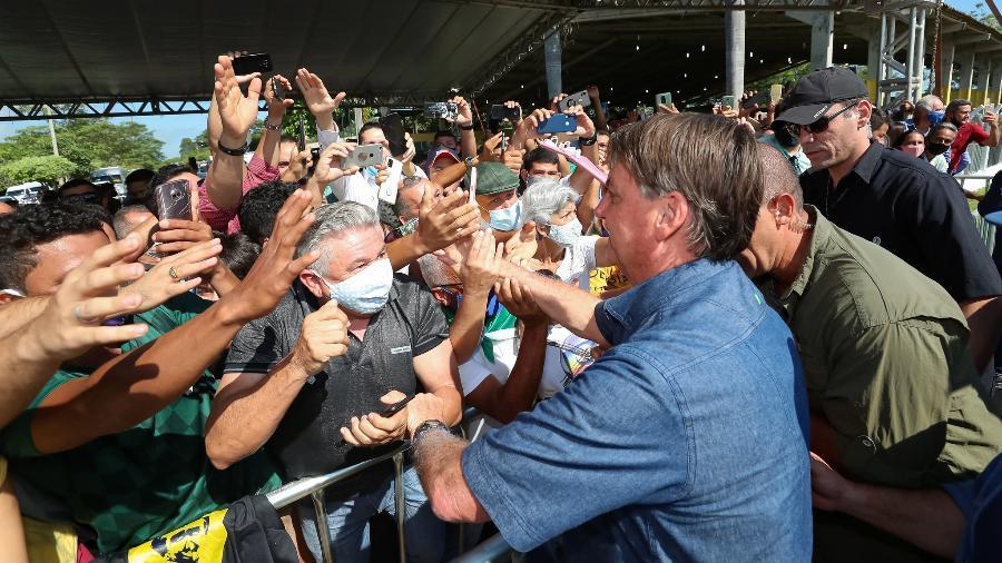 21.mai.2021 - Sem máscara, Jair Bolsonaro cumprimenta apoiadores em Açailândia (MA) - Divulgação/Flickr/Palácio do Planalto