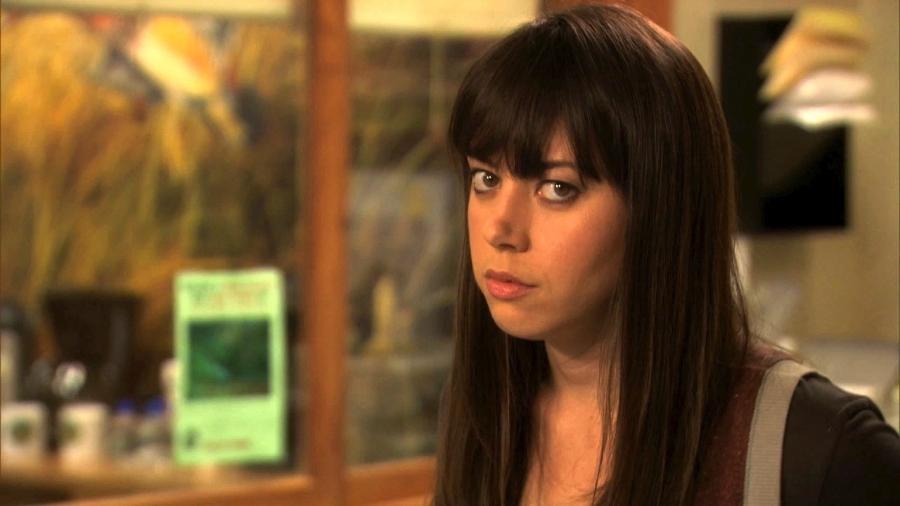 Aubrey Plaza como April Ludgate em Parks and Recreation: símbolo de cringe? - Reprodução/NBC