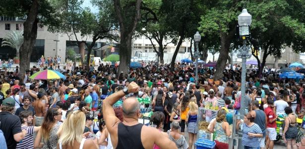 Turistas, que passaram o Ano-Novo no Rio, aproveitaram para curtir a festa carnavalesca