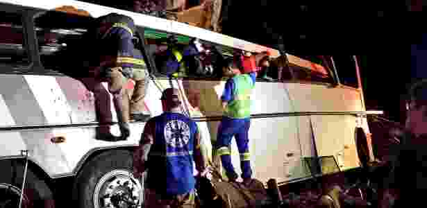 """O veículo transportava """"sacoleiros"""" das regiões de Adamantina, Dracena, Araçatuba e Presidente Prudente que se dirigiam ao Paraguai - Carlos Ohara/UOL"""