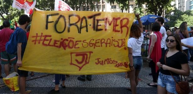 Manifestantes fazem ato contra o governo Temer, no centro do Rio de Janeiro
