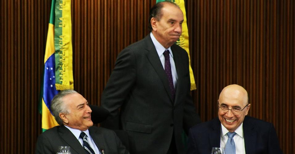 15.jun.2016 - O presidente interino, Michel Temer (PMDB), se reúne com deputados federais e senadores da base aliada, no Palácio do Planalto, em Brasília (DF), para discutir o teto de gastos do governo