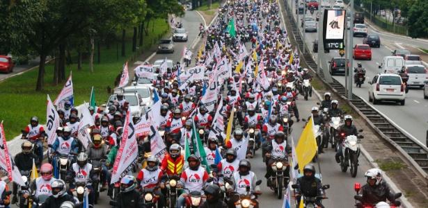 28.abr.2017 - Motoboys prostestam em São Paulo em dia de paralisações no país