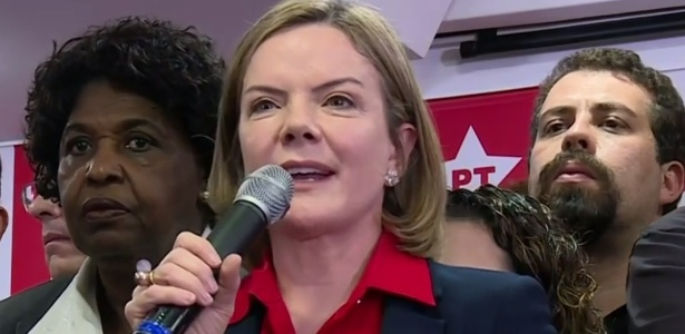 Gleisi Hoffmann, presidente nacional do PT, fala em coletiva de imprensa de Lula