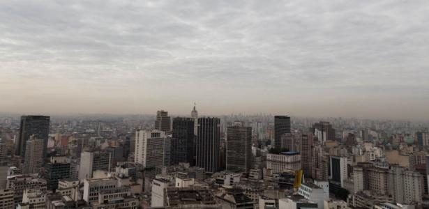 02.ago.2017 - Céu de São Paulo após 50 dias sem chuva