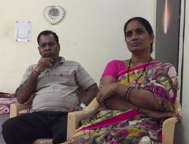Badri e Asha Singh, pai e mãe de Jyoti Singh - Isabel Fleck/Folhapress