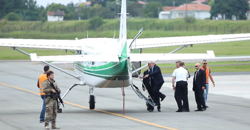 Ex-presidente embarcou em monomotor para São Paulo