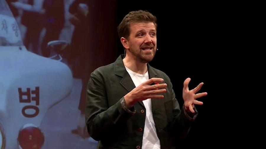 Alex Beard visitou vários países em busca de ideias inovadoras na área de educação - Alex Beard