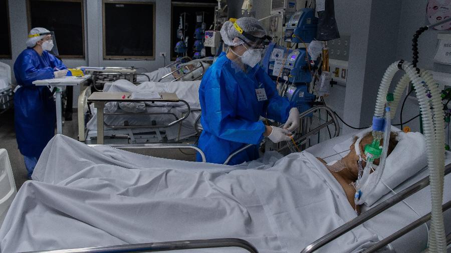 Segundo o Ministério da Saúde, Brasil tem quase 16,5 milhões de casos confirmados de covid-19 desde o início da pandemia - Eduardo Anizelli/Folhapress