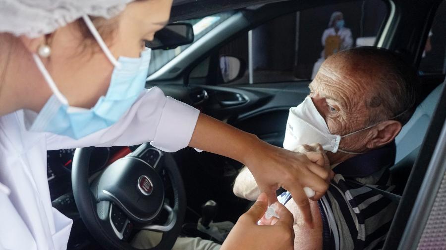 Mais de 24,2 milhões de brasileiros já receberam as duas doses de vacina contra a covid-19 - Cris Fraga/Estadão Conteúdo