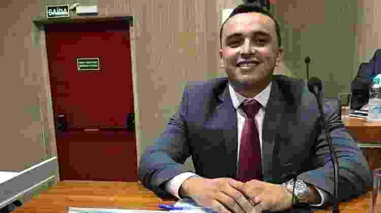 O vereador Alcihélio Lima Rodrigues, o Cecéu, da cidade de Aracruz (ES), ainda trabalha de garçom - Arquivo pessoal - Arquivo pessoal