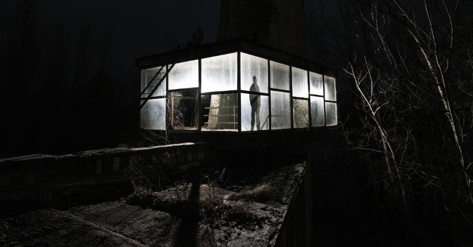 6.ago.2015 - Próximo ao Café de Pripyat, na Hungria, há um ponto de ônibus construído com vidro
