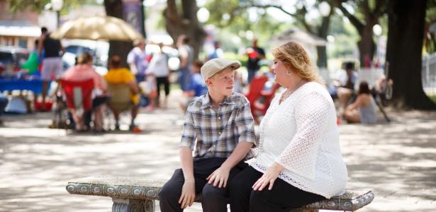 Shena Pearson e seu filho Trysten, que sofre de epilepsia