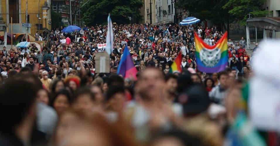 7.set.2016 - Manifestantes deixam a Praça da Sé, no centro de São Paulo, em direção à avenida Paulista durante ato que pede a saída do presidente Michel Temer da Presidência da República