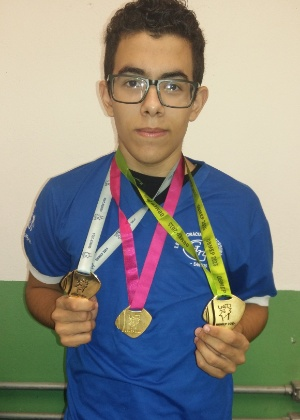 """""""Estudar não é uma coisa difícil"""", afirma o jovem Victor Sandrini dos Santos"""
