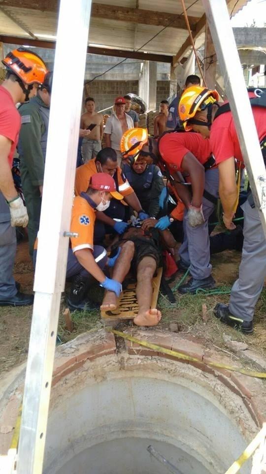 Bombeiros atendem homem que caiu em poço de 15 metros de profundidade em São Paulo