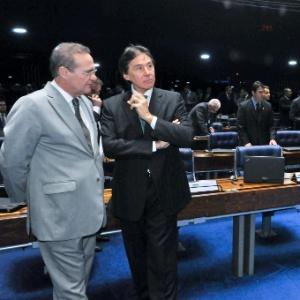 Eunício Oliveira (PMDB-CE) (à dir.) substituiu o também peemedebista Renan Calheiros (AL) na Presidência do Senado