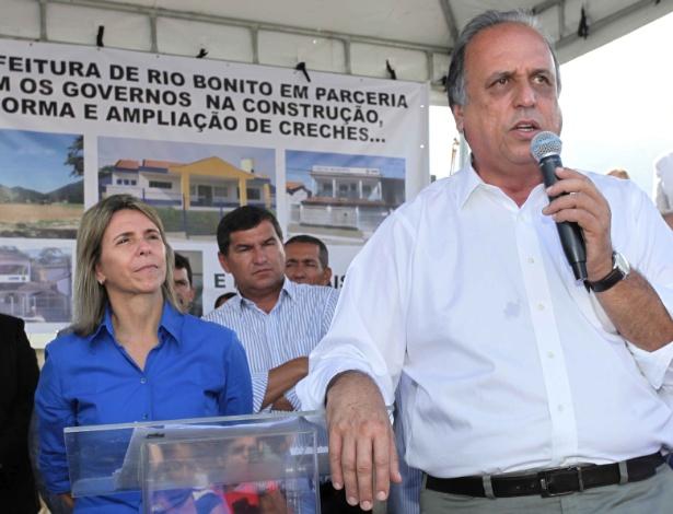 Solange Almeida (esq.) ao lado do governador Pezão quando era prefeita
