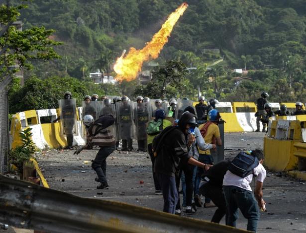 País vive série de protestos violentos, que já ultrapassa 100 dias