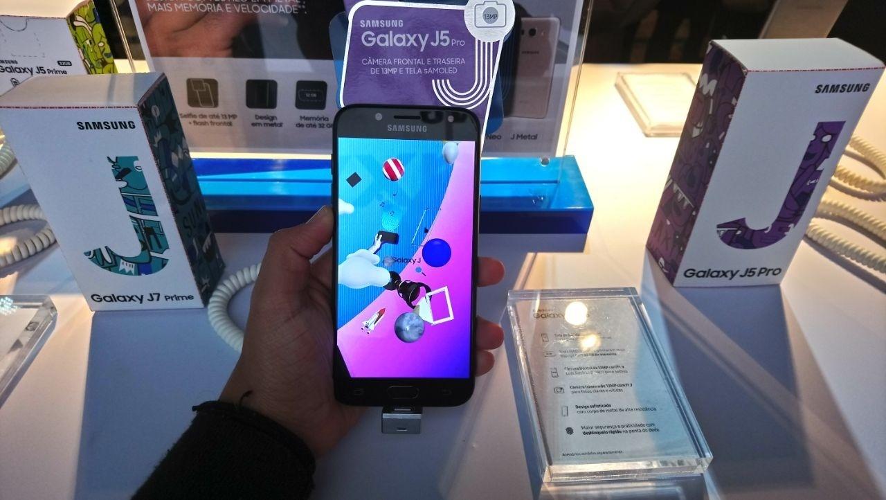 3fb2b690eb4f9 Samsung J5 Pro melhora selfie e deixa usar dois WhatsApp ao mesmo tempo -  30 08 2017 - UOL Tecnologia