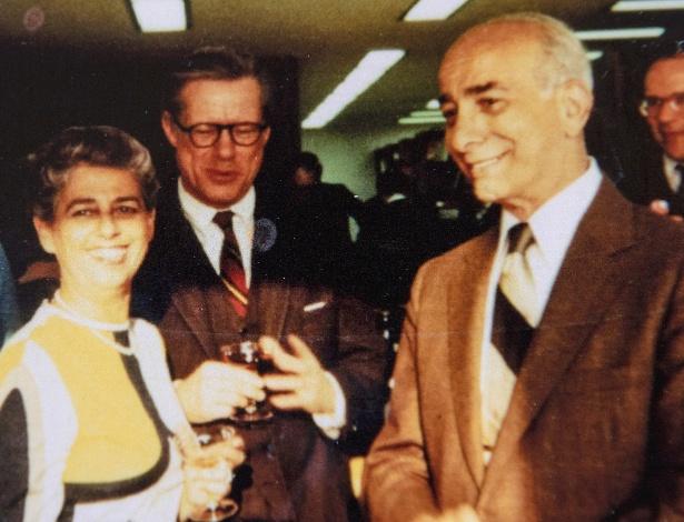 Sylvia Bloom e seu marido, Raymond Margolies, em foto fornecida pela família
