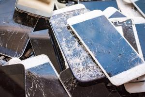 Existe película de proteção para celular com tela curva ou infinita? (Foto: Getty Images/iStockphoto)