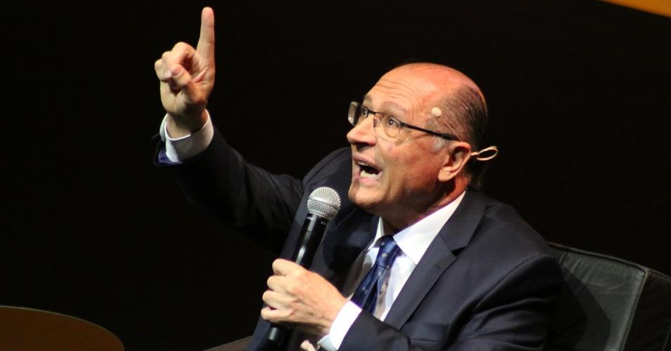 19.set.2018 - O candidato do PSDB à Presidência da República, Geraldo Alckmin, é entrevistado durante evento da Revista Veja - Amarelas Ao Vivo, no Teatro Santander, na zona sul de São Paulo, nesta manhã de quarta-feira