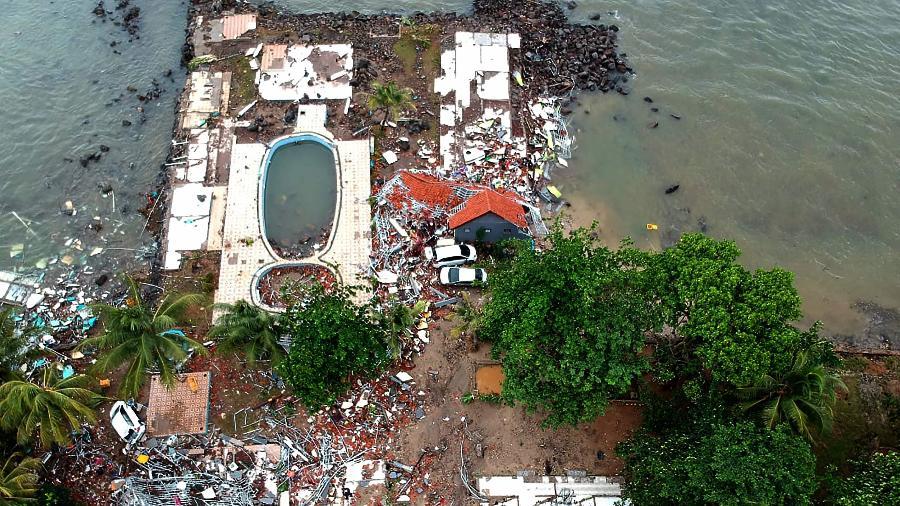 23.dez.2018 - Foto aérea mostra a destruição após a região ser atingida por um tsunami - Azwar Ipank/AFP