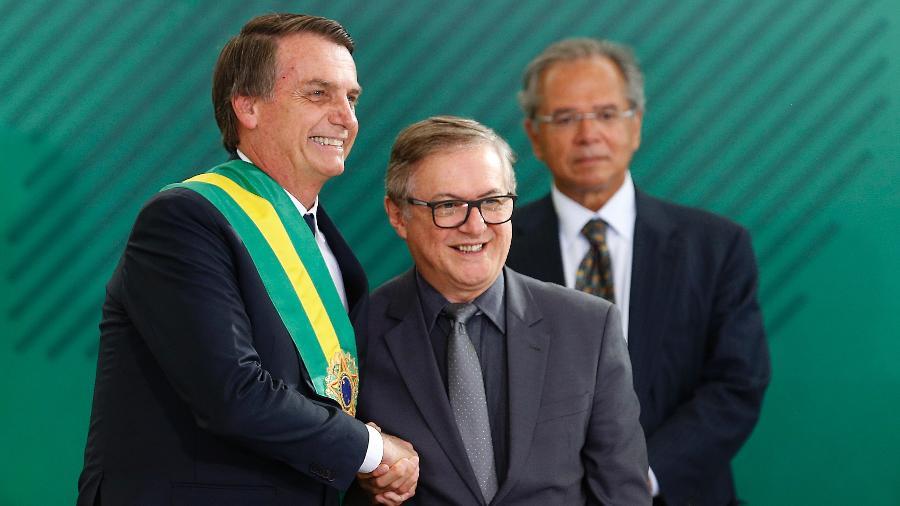 2.jan.2019 - O presidente Jair Bolsonaro (PSL) empossa Ricardo Vélez Rodríguez como ministro da Educação - Dida Sampaio/Estadão Conteúdo