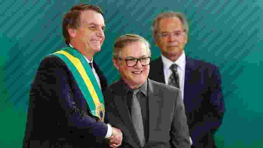 O presidente Jair Bolsonaro (PSL) empossa o colombiano naturalizado brasileiro Ricardo Vélez Rodríguez como ministro da Educação, no Palácio do Planalto, em Brasília - Dida Sampaio/Estadão Conteúdo