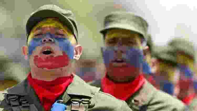 Os militares se tornaram cada vez mais visíveis na vida política e civil da Venezuela desde o governo de Chávez - AFP/BBC - AFP/BBC