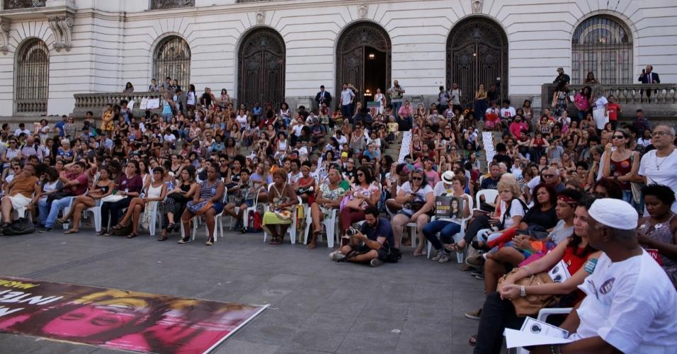 Ato que marcou um ano sem a vereadora Marielle Franco teve manifestações artísticas e política e reuniu milhares de pessoas no Centro do Rio