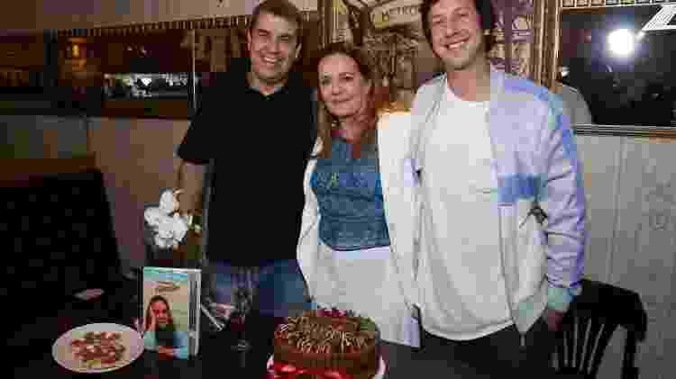 Maria Zilda com os filhos Rodrigo Bethlem e Raphael Vieira - Roberto Filho/Brazil News