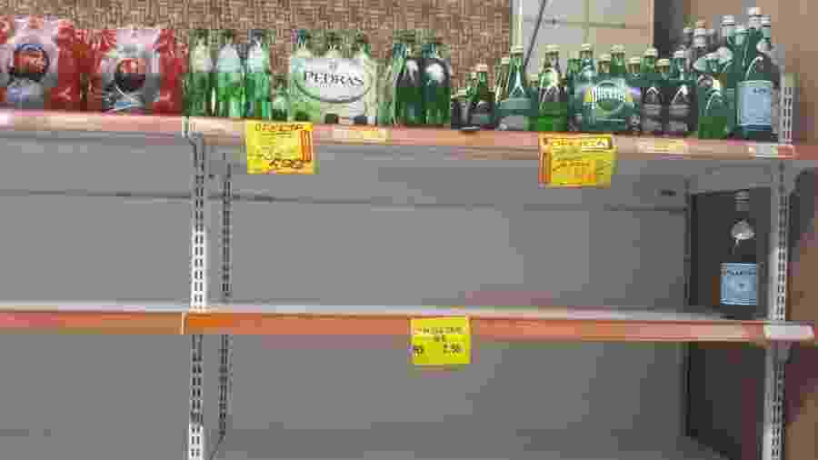 15.jan.2020 - Prateleiras em supermercado da Tijuca, na zona norte carioca; carregamento acabou em 5 minutos - Marcela Lemos/UOL