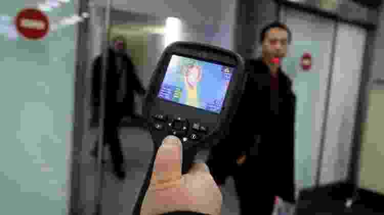 O scanner de aeroporto faz medição à distância, por infravermelho - Pavel Mikheyev