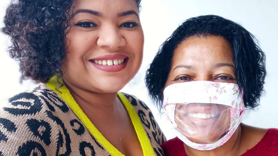 Nathalie e a mãe, Arlene, que fez máscara adaptada para a filha poder ler seus lábios - Arquivo pessoal