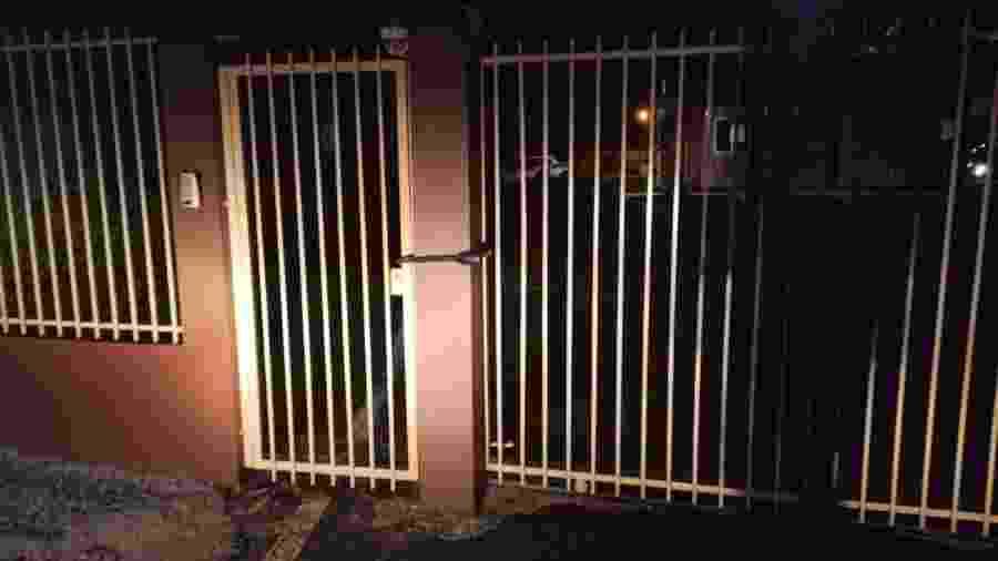 Criminosos tentaram atrasar a polícia trancando portão de saída das viaturas - Site Ronda Policial Xanxerê cortesia ao UOL