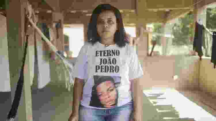 O filho da professora Rafaela Coutinho Matos, João Pedro, foi morto pela polícia aos 14 anos - BBC - BBC