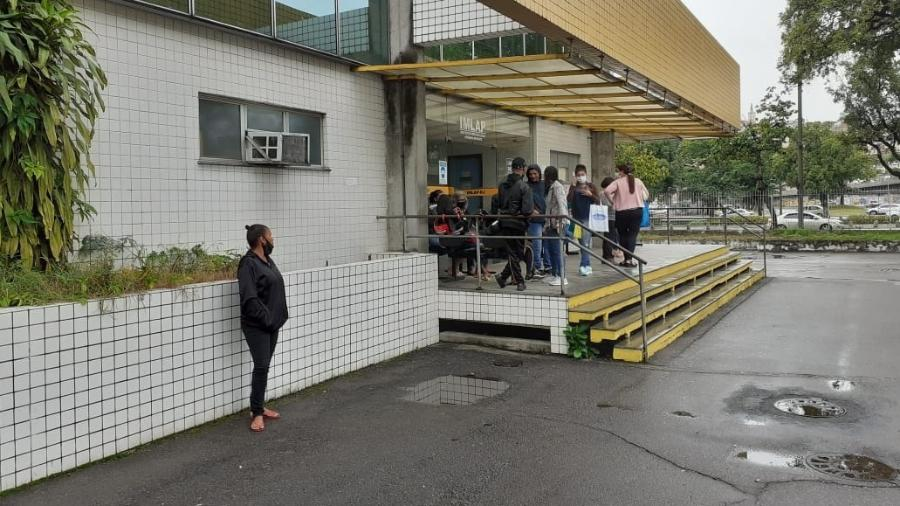 Familiares de mortos em operação da Polícia Civil do Rio no Jacarezinho aguardam liberação dos corpos pelo IML - Rai Aquino/Colaboração para o UOL