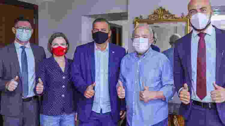 Lula e a presidente do PT, Gleisi Hoffmann, em encontro com o presidente do PROS, Eurípedes de Macedo. Partido compôs a coligação que reelegeu Dilma, mas seus deputados votaram em maioria pelo impeachment - Ricardo Stuckert - Ricardo Stuckert