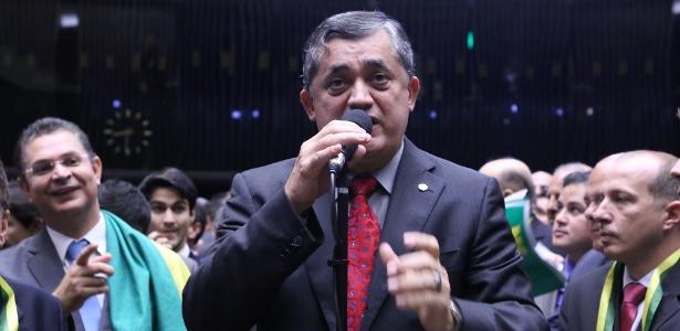 Oposicionistas, como o deputado José Guimarães, acreditam que o fato de a votação ser transmitida na TV aberta pode constranger os aliados de Temer