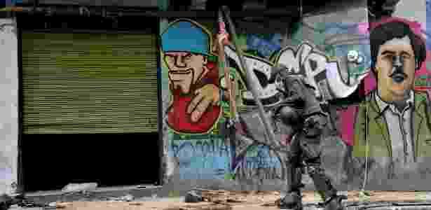 31.mai.2016 - Policiais fizeram uma operação no bairro conhecido como Bronx, em Bogotá - Guillermo Legaria/AFP Photo